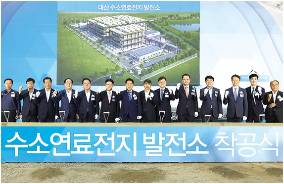 On August 6, Ryu Du-hyung, CEO of Hanhwa Energy, Park Il-joon, president of Korea East-west Power Company, and Kim Hee-chul, CEO of Hanhwa Total and others are taking a picture at the groundbreaking ceremony of Hanhwa Energy by-product hydrogen fuel cell electric power station.