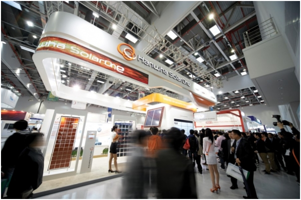 Hanwha Group's solar power business, which is divided into Hanwha Q Cells and Hanwha Q Cells Korea, will be reorganized based on Hanwha Chemical through the merger between Hanwha Advanced Materials, a subsidiary of Hanwha Chemical Corp, and Hanwha Q Cells Korea.