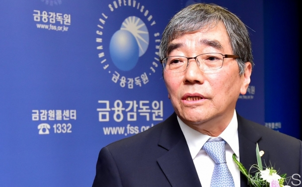 "Financial Supervisory Service (FSS) Governor Yoon Seok-hun said at Lotte Hotel in Seoul on November 14, ""We will make an effort to relieve regulations that is needed."