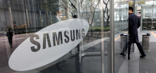 The operating profit of IT & mobile communications (IM) division of Samsung Electronics decreased by about 37 percent from 2.42 trillion won (US$2.18 billion) from the same period a year earlier.