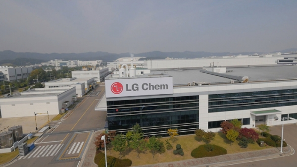LG Chem will supply batteries to the Volvo Group's next-generation electric cars. As Volvo said that it would fill half of its total sales with sales of electric cars in 2025, the electric car industry has been paying attention to Volvo's selection of battery suppliers.