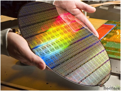 Why Did Intel Choose Samsung Electronics as Its Foundry